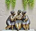Les Trois Cousines jacassantes dans le Vieux Montréal - The three Cousins chatting in downtown Old Montreal - panoramio.jpg