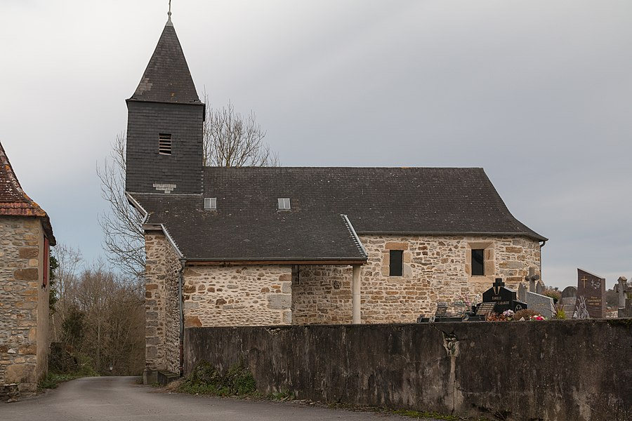 GR 65 (Via Podienis) before  parish church of St Grat.