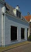 foto van Koetshuis bij 'Welgelegen' behorend met rechte kroonlijst