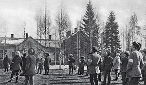 Battle of Vilppula - Whites observing an enemy aircraft at the Vilppula train station