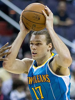 Lou Amundson American basketball player