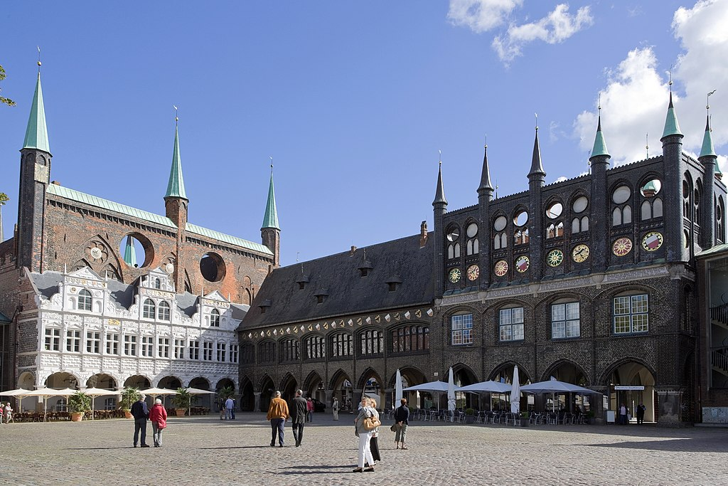 Luebeck-Rathaus am Markt v SW-20100905