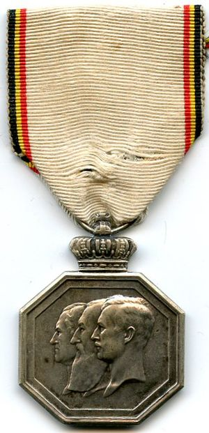 Centenary of National Independence Commemorative Medal - Image: Médaille Commémorative du Centenaire de l' Indépendance Nationale AVERS