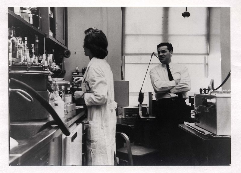 Fájl:Martin Rodbell and Ann Butler Jones at NIH, circa 1963-1964.jpg