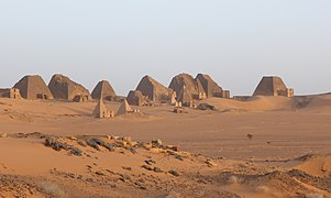 Meröe Pyramids at sunset (4) (34274606794).jpg
