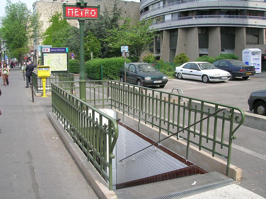 File metro 7 maison blanche acc s jpg wikimedia commons for 7 a la maison saison 8