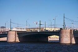 Middle Part of the Tuchkov Bridge.jpg