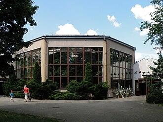 Warsaw Zoo - Image: Miejski Ogrod Zoologiczny w Warszawie Ptaszarnia