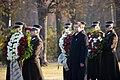 Ministru prezidents Valdis Dombrovskis piedalās svinīgajā vainagu nolikšanas ceremonijā Rīgas Brāļu kapos (6333617895).jpg