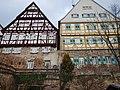 Mittelalterliche Stadtbefestigung in Leonberg, Die Stadtmauer mit den daraufsitzenden Häusern - panoramio.jpg