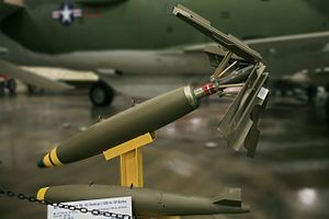 Mark 82 bomb - Image: Mk. 81 250 lb and Mk. 82 Snakeye I 500 lb
