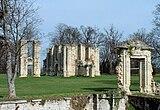 Vue de ruines du château de Montceaux.
