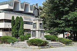 Monument to the Unknown Soldier, Botevgrad, Bulgaria 01.JPG