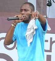 Aksi Mos Def di Rock the Bells pada 28 Juli 2007 di New York.