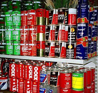 Motor oil - Range of motor oils on display in Kuwait in now-obsolete cardboard cans with steel lids.