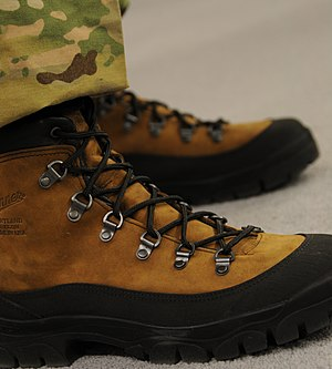 English: Mountain Combat Boots
