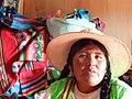 Mujer Islas Flotantes Uros.JPG