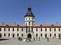 Nádvoří zámku Nesviž - panoramio.jpg