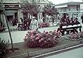 Nő 1941-ben az Őrangyal patika előtt. Fortepan 4127.jpg
