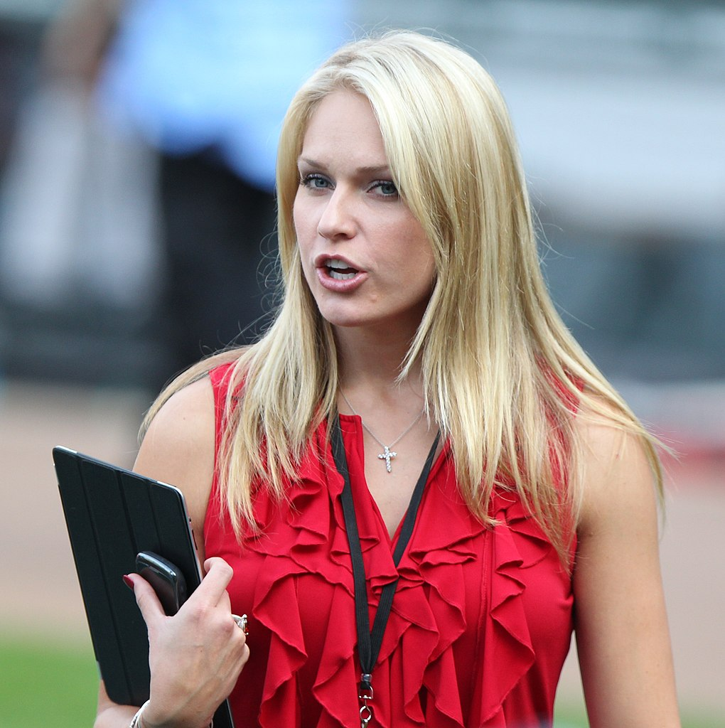 Fox 5 Reporters >> File:NESN reporter Heidi Watney before a game between the Boston Red Sox and Baltimore Orioles ...