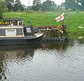 Narrowboat with garden - panoramio.jpg