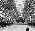 Nave central do antigo palácio de Cristal, engalanado para uma das muitas iniciativas que acolhia, c1900. Ao fundo vê-se o órgão de tubos, considerado um dos maiores do mundo (APR-MD) (9292394166).jpg