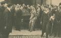 O féretro de António Maria Baptista conduzido à mão pelos seus secretários - Ilustração Portugueza (21Jun1920).png