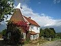 Oast House, Mascalls Pound Farm, Maidstone Road, Paddock Wood, Kent - geograph.org.uk - 988912.jpg
