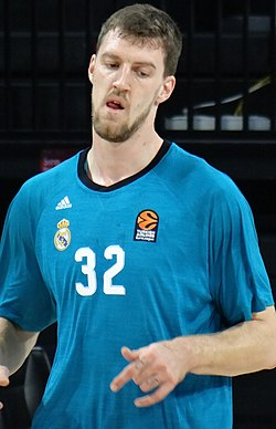 Ognjen Kuzmić 32 Real Madrid Baloncesto Euroleague 20171012.jpg