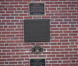 Old Lutz Elementary School plaque.jpg