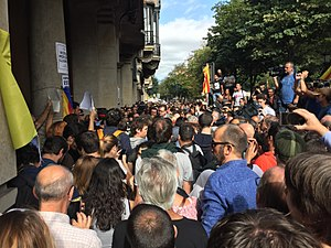 Operation Anubis - Crowd in front of the Department of Economy after the arrests