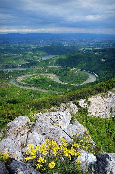 File:Ovčarsko-kablarska klisura, meandri Zapadne Morave.jpg