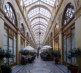 Galerie Vivienne en direction de la rue des Petits-Champs.
