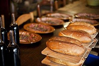 Gluten - Image: Pain sans gluten à la farine de châtaigne et charcuterie corse