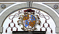 Palast Hohenems Innenhof Wappen Kardinal.jpg