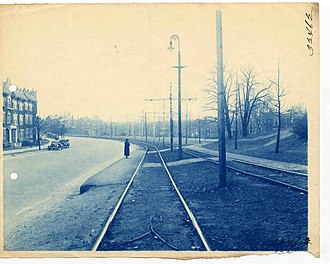 "Green Line ""B"" Branch - A passenger waiting at Leamington Road, circa 1915-1930"