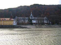 Pavilionul Central din Calimanesti, Romania.jpg