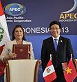 Perú y Vietnam suscriben Memorándum de Entendimiento y Cooperación en APEC (10170739845).jpg