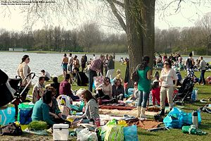 Persians in Holland Celebrating Sizdah Bedar, April 2011 - Photo by Persian Dutch Network-PDN.jpg
