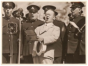 Peter Dawson (bass-baritone) - Image: Peter Dawson singing with New South Wales Police, 1930's Sam Hood