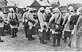 Piechota niemiecka w zimowych strojach maskujących w miejscowości na wschód od Wołchowa (2-957).jpg