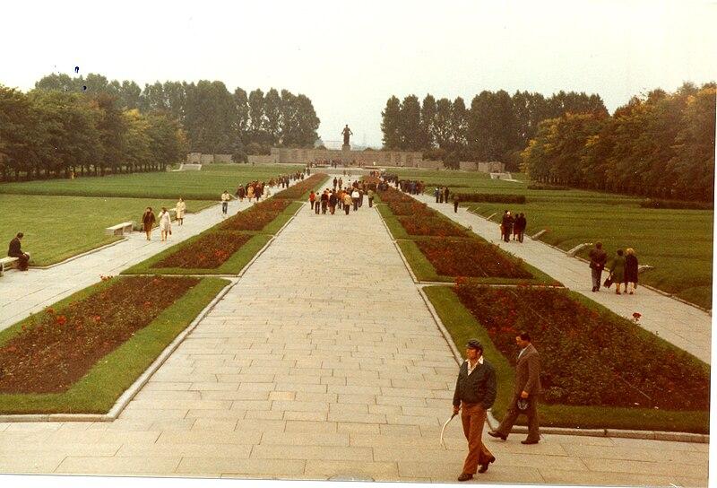 File:Piskarevskoye Memorial Cemetery Sk13 C.jpg