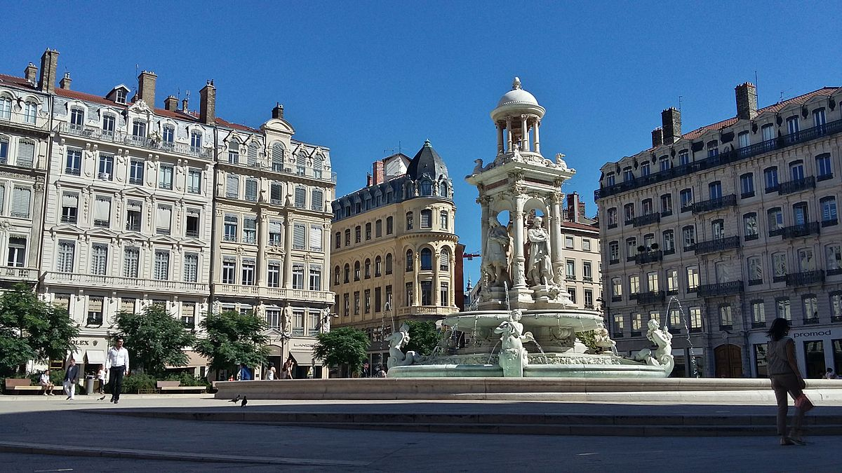 Place des jacobins wikipedia for Location b b france