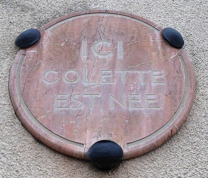 Plaque apposée sur la maison natale de Colette.