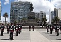 Plaza Independencia + Cambio de Guardia(Blandengues) 2.jpg