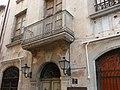Porta i balcó de Can Torroella.JPG