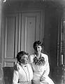 Porträtt av Hilden (Kalman) och dottern Elsa Rydbeck på Karlavägen 84, Stockholm - Nordiska Museet - NMA.0056846.jpg