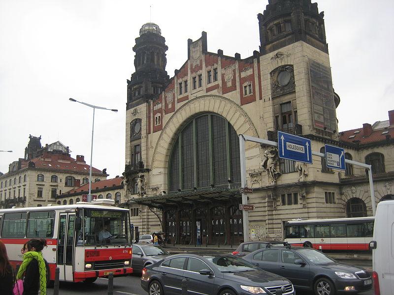 File:Prague's main train station.JPG