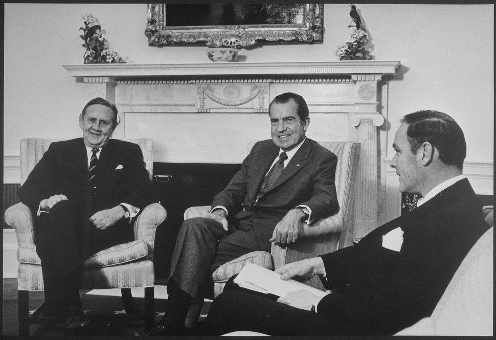 President Nixon meeting with the Hon.Jack G Gorton - NARA - 194715