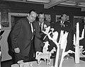 Prins Bernhard bezoekt Filmmaatschappij Geesink. Rondleiding, Bestanddeelnr 913-4862.jpg